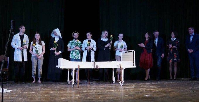 """Spektakl pt. """"Wariat i zakonnica"""" w wykonaniu Grupy Teatralnej Próbownia"""